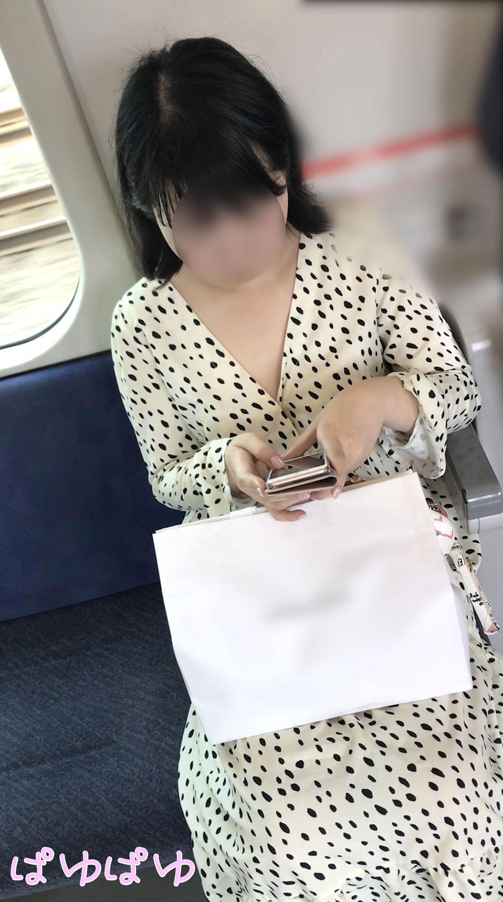 [ぱゆぱゆ][胸チラ]おっとり女子のましゅまろぷるぷるおっぱい乳首[顔有]